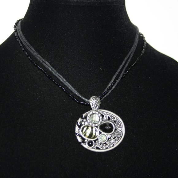 """Beautiful black and silver statement necklace 16"""""""